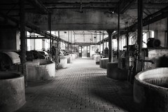 end of the shift (robert.freitag) Tags: nikon nikond7200 bw sw monochrome light lichter shadow schatten industry industrie abandoned decay rotten lostplaces