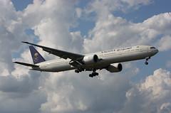 HZ-AK20 Boeing 777-368ER Saudi Arabian Airliners (corkspotter / Paul Daly) Tags: hzak20 boeing 777368er b77w 41058 1151 l2j psgh 71005f sva sv saudi arabian airlines 2013 20131114 lhr egll london heathrow