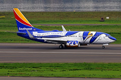 Lousiana ONE (planephotoman) Tags: boeing 737 737700 7377h4 n946wn southwestairlines lousianaone pelican pdxaircraft portlandinternationalairport pdx kpdx