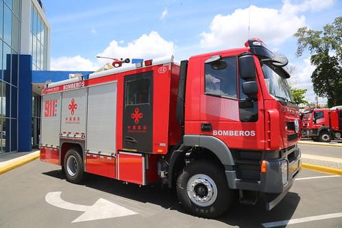 911 entrega 27 camiones de bomberos a distintos poblados de Santiago, Zona Norte y el Distrito Nacional, donados por República de China