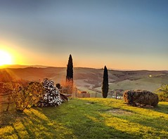 goodbye, Tuscany (ekelly80) Tags: italy tuscany april2019 spring sangiovannidasso sunset evening light goldenhour sun glow airbnb home view countryside hills yard outside flowers trees