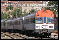 Regional en Reus (javier-lopez) Tags: ffcc railway train tren trenes adif renfe viajeros regional regionales 444 electrotren caspe barcelona reus 06072007