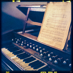 harmonium II (*altglas*) Tags: retro old harmonium organ mediumformat 6x6 color agfa1000rs expired expiredfilm analog film superikonta zeiss
