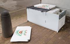 Pizza is served (frankdorgathen) Tags: alpha6000 sonyzeiss24mm city urban müll trash waste kühlschrank refrigerator strase street mundane alltag banal ruhrpott ruhrgebiet mülheimanderruhr essen food pizza pizzakarton