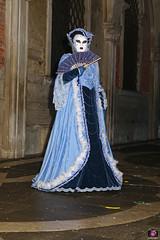 QUINTESSENZA VENEZIANA 2019 704 (aittouarsalain) Tags: venise venezia carnevale carnaval costume masque mask éventail robe