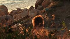 В свете заката (unicorn7unicorn) Tags: море закат sunset девушка волосы камни wah