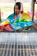 IMG_1942ri (StK-WI) Tags: phutuki chapori phulani chariali majuli insel island assam asien asia handicraft handwerk weberei weben art kunst kunsthandwerk bunt colourful colour canon camera colorful color dorf village dslr eos foto flickr farbig indien india incredible incredibleindia kolle kamera lens objektiv photo stephankolle stephan frau woman 5dmarkii 5dmkii 24105mm 5d 2019 weaving weavingmill mill brahmaputra fluss flus river urlaub holidays holiday stkwi cotton wolle seide silk weaver sevensisters sisters seven northeastindia northeast garamur