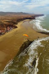 RU_201904_MaPaMaroc_237_x (boleroplus) Tags: arche atterrissage legzira mer montagnes parapente paysage vertical vueaerienne maroc