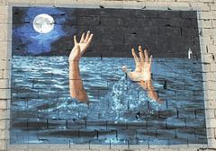 DSCF1709_R2 (Benoit Vellieux) Tags: france auvergnerhônealpes 69 lyon 7èmearrondissement 7thdistrict avenuedebourg halledebourg streetart murpeint paintedwall bemaltemauer mural main hand noyade drowning ertrinken eau water wasser ciel himmel sky nuit night nacht lune moon mond bigben