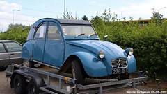 Citroën 2CV 1962 (XBXG) Tags: 276df40 citroën 2cv 1962 citroën2cv 2pk eend geit deuche deudeuche 2cv6 blue bleu trailer aanhanger remorque citromobile 2019 citro mobile carshow expo haarlemmermeer stelling vijfhuizen nederland holland netherlands paysbas vintage old classic french car auto automobile voiture ancienne française france frankrijk vehicle outdoor