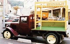 Citroën U23 Palaiseau (91 Essonne) 1987a (mugicalin) Tags: citroën citroëncar citroënclassic voiturecitroën citroëntruck camioncitroën frenchcar frenchtruck camion truck lkw palaiseau essonne 91 publicité advertising peugeot404 renault renaultcar renaultr16 r16 renaultr16tx renaultr5 r5 années80 1987 ville village town smallvillage camionrouge redtruck 10fav