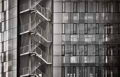 ESCALERA AL VIENTO (a-r-g-u-s) Tags: arquitectura escaleras escalera ventanas blanco y negro nikon