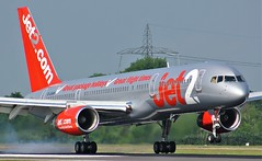 G-LSAH (AnDyMHoLdEn) Tags: jet2 757 egcc airport manchester manchesterairport 05r