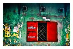 Le volet rouge (Marie Hacene) Tags: côtedivoire abidjan treichville volet rouge mur ville street fenêtre vert