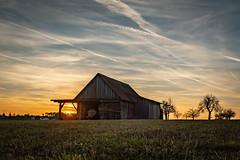 Sonnenuntergang in Uttenreuth (Lightart_Makuleke) Tags: uttenreuth sonnenuntergang sonne franken erlangen nürnberg dorf landschaft hütte holzhütte