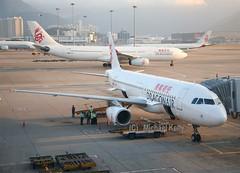 DragonAir                              Airbus A320                                   B-HSQ (Flame1958) Tags: dragonair dragonaira320 a320 320 airbus airbusa320 bhsq 100213 0213 2013 2366 hongkongairport