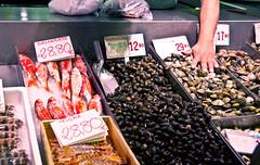 Meeresfrüchte / Seafood (schreibtnix on'n off) Tags: reisen travelling europa europe spanien spain bilbao gebäude building markt market merkatualariberea meeresfrüchte seafood olympuse5 schreibtnix