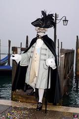 QUINTESSENZA VENEZIANA 2019 730 (aittouarsalain) Tags: venise venezia carnevale carnaval costume masque chapeau gondole gondola