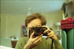 Hi (nicolasmathieudosiere) Tags: slr 35mm oldcamera minoltax700 kodakgold expiredfilm analog ishootfilm filmisnotdead 50mm17 selfportrait autoportrait mirror home