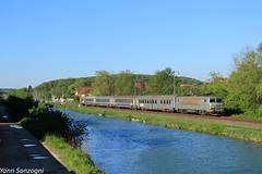 Matière grise (Lion de Belfort) Tags: chemin de fer train sncf ter canal rhône au rhin doubs bourgogne franchecomté ligne 28 l28 nez cassé bb 22200 corail fantôme 22249 522249