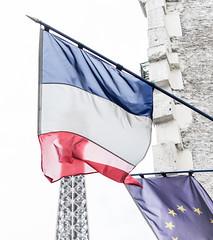 Paris - Drapeau tricolore et le drapeau de l'Europe-photo by Jonas Thorén