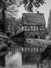 Laves-Kulturpfad Die Mühle B&W (U. Heinze) Tags: penf laveskulturpfad niedersachsen blackwhite bw schwarzweis olympus 1240mm architektur