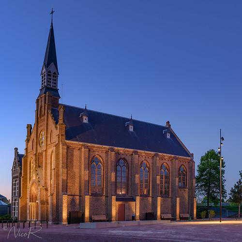 "Sint-Antonius van Paduakerk Hellevoetsluis • <a style=""font-size:0.8em;"" href=""http://www.flickr.com/photos/126463948@N07/40875200413/"" target=""_blank"">View on Flickr</a>"