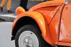 pants & car (Franck gallery) Tags: voiture car citroën 2cv paris streetsofparis ruedeparis streetphoto color couleur orange d90 oldcar viellevoiture