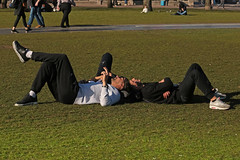 Museumplein - Amsterdam (Netherlands) (Meteorry) Tags: europe nederland netherlands holland paysbas noordholland amsterdam amsterdampeople candid streetscene people zuid sud south museumplein lying horizontal sneakers baskets trainers skets men guys hommes boys gentlemen nike nikeairmax1 airmax grass pelouse lawn dutch february 2019 meteorry