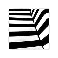 feuille de figuier d'Anonymous Visitor (Armin Fuchs) Tags: arminfuchs anonymousvisitor sofa stripes feuilledefiguier feigenblatt diagonal huawei smartphone