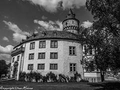 Schloss Oelber am weißen Wege 12052019 B&W 01 (U. Heinze) Tags: schloss oelber niedersachsen deutschland norddeutschland germany olympus penf 1240mm blackwhite bw schwarzweis