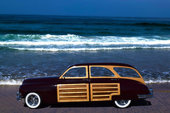 On the Beach (oybay©) Tags: sandiego san diego california lajolla lajollashores ocean pacific pacificocean color colors colorful woody car automobile packard hodaddy cool coolcar unique unusual whitewalls tires lighting waves breaking west surf surfing