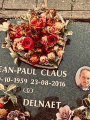 graf JP (delnaet) Tags: restingplace urn grave tombe coeur rouwhart dood death mort tumba luto zuiderbegraafplaats
