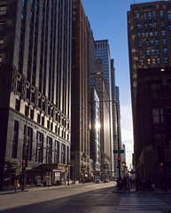 Avenues (Angel S. M.) Tags: usa chicago avenue michiganavenue street outdoors unioncarbidebuilding sunlight leica