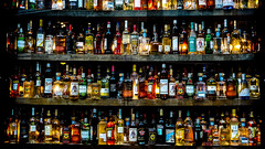 8_P1020298 (mireiatarres) Tags: bottles colors colorful escaparate shop tienda colores