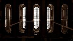 L'homme regarde le miroir, le miroir regarde l'homme (Un jour en France) Tags: canoneos6dmarkii canonef1635mmf28liiusm miroir lille architecture palaisdesbeauxartsdelille