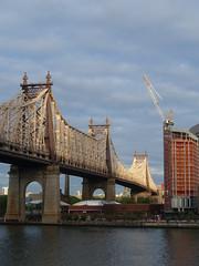 201905079 New York City East River and Roosevelt Island (taigatrommelchen) Tags: 20190519 usa ny newyork newyorkcity nyc manhattan uppereastside rooseveltisland river eastriver island bridge icon clouds city skyline