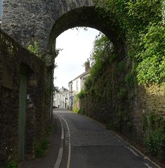 North Gate on Castle Street, Totnes (Phil Gayton) Tags: architecture road building lamp post foliage north gate castle street totnes devon uk
