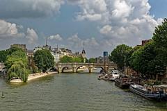 Paris / Ile de la Cité et Pont Neuf (Pantchoa) Tags: paris france capitale ville fleuve îledelacité pontneuf nuages eau bateaux péniches arbres quaideconti printemps tour seine