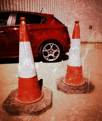 Grungey Giulietta 3 (35mmMan) Tags: cones traffic alfa romeo giulietta veloce rosso grunge huaweip20pro