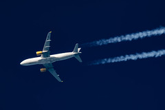 Vueling Airbus A320-214 EC-JZI (Thames Air) Tags: vueling airbus a320214 ecjzi contrails contrailspotting