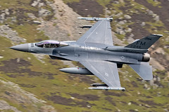 "F-16C ""Makos"", 482nd FW, from Homestead ARB, Florida  on deployment to RAF Lakenheath, seen transiting through LFA17, 13/5/19 (TheSpur8) Tags: f16c f16 usa aircraft date landlocked lowlevel lakedistrict jet military anationality skarbinski lfa17 2019 places transport"