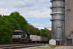 NS Roadrailer at Tolono (steam_marc) Tags: ns norfolk southern emd sd70ace roadrailer railroad train tolono il