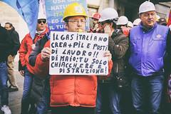DSCF7258 (Alessandro Gaziano) Tags: alessandrogaziano foto fotografia manifestazione manifestazioni roma visioni colori colors gente people diritti italia italy corteo sindacato febbraio