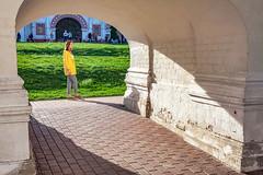 Light in an arch (KonstEv) Tags: architecture light grass girl arch арка arc zeiss makroplanar