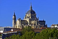 _6100225 R01 (Nikobo3) Tags: europe europa españa spain madrid laalmudena arquitectura architecture paisajeurbano travel viajes nikon nikond610 d610 nikon300mmf4epfvr nikobo joségarcíacobo