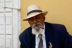 RETRATO: EL ALMA CUBANA (marthinotf) Tags: trinidad cuba retrato puro señorio eleganciacubana sombrero corbata retratoconpuro mirada