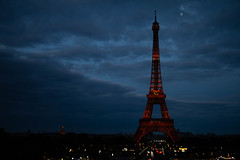Pleine Lune (Aphélie) Tags: paris eiffel tower city dark night evening blue sky moon full hour heure bleue lune