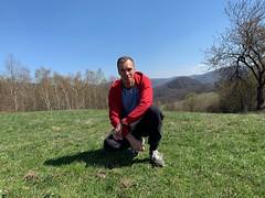 Am Himmelstein (Sascha Klauer) Tags: bäume berge blauerhimmel bluesky ceskarepublika czechrepublic egertal erzgebirge field gebirge gesmesgrün grass himmelstein himmelstejn iphonexs krusnehory men mountainrange mountains osvinov portrait selfie sonnig tschechien tschechischerepublik wiese