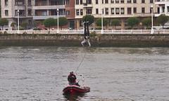 Bungee-Springen / Bungee-Jumping # 3 (schreibtnix on'n off) Tags: reisen travelling europa europe spanien spain portugalete menschen people bungeespringer bungeejumper olympuse5 schreibtnix